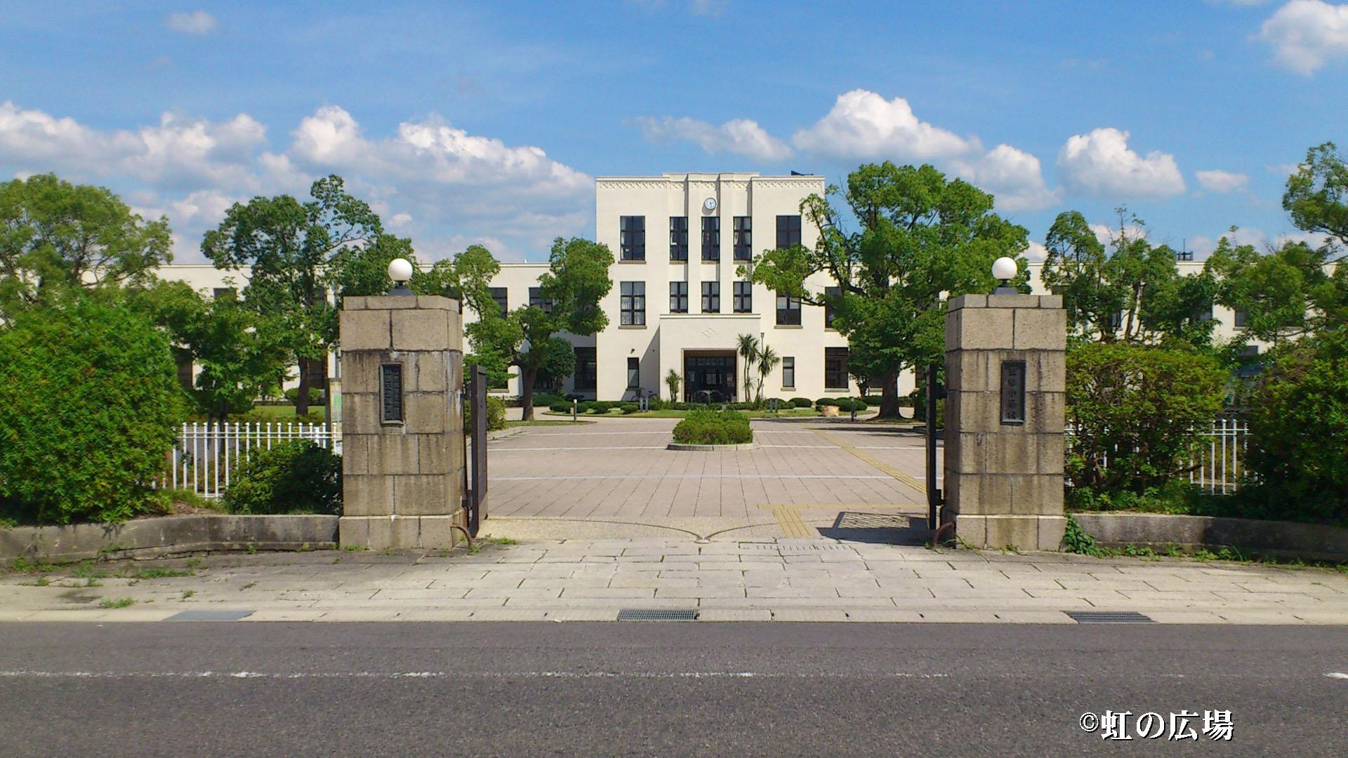 豊郷小学校全体像
