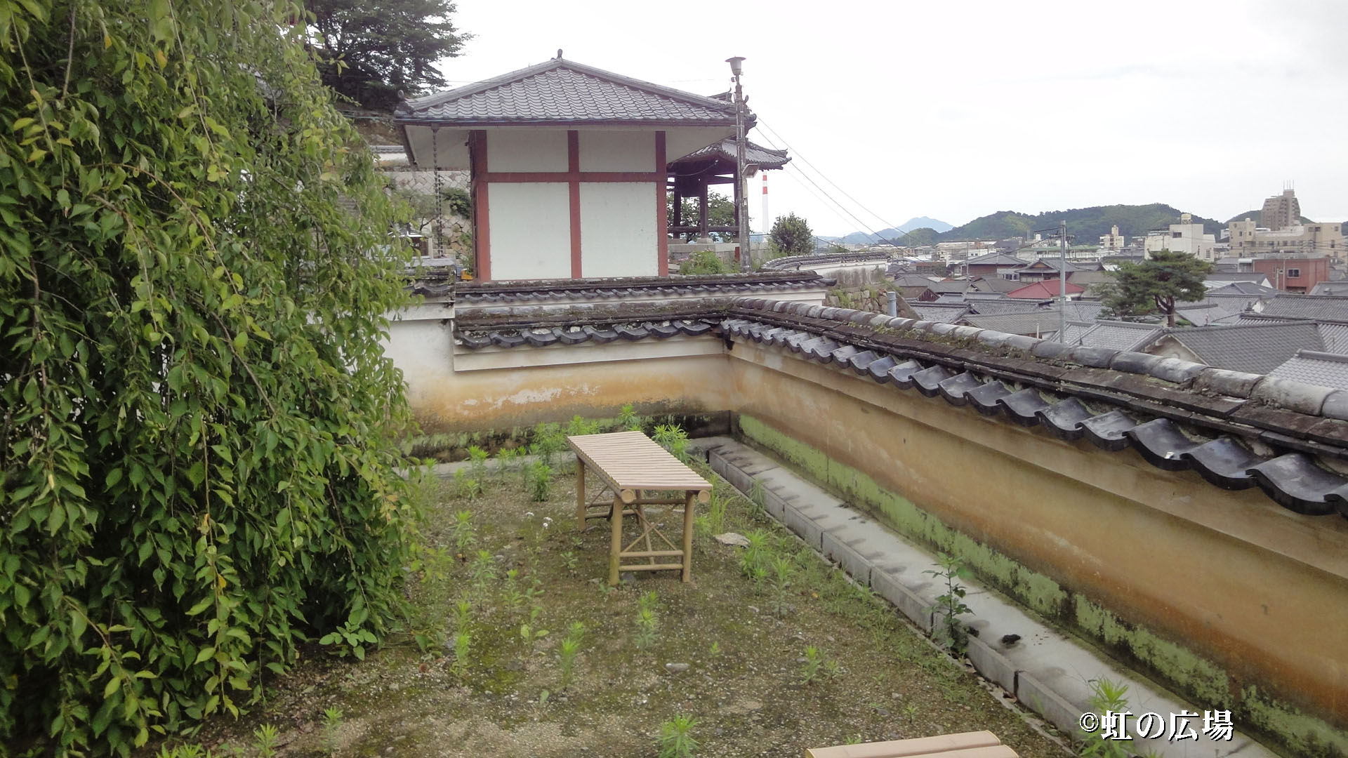 西方寺境内